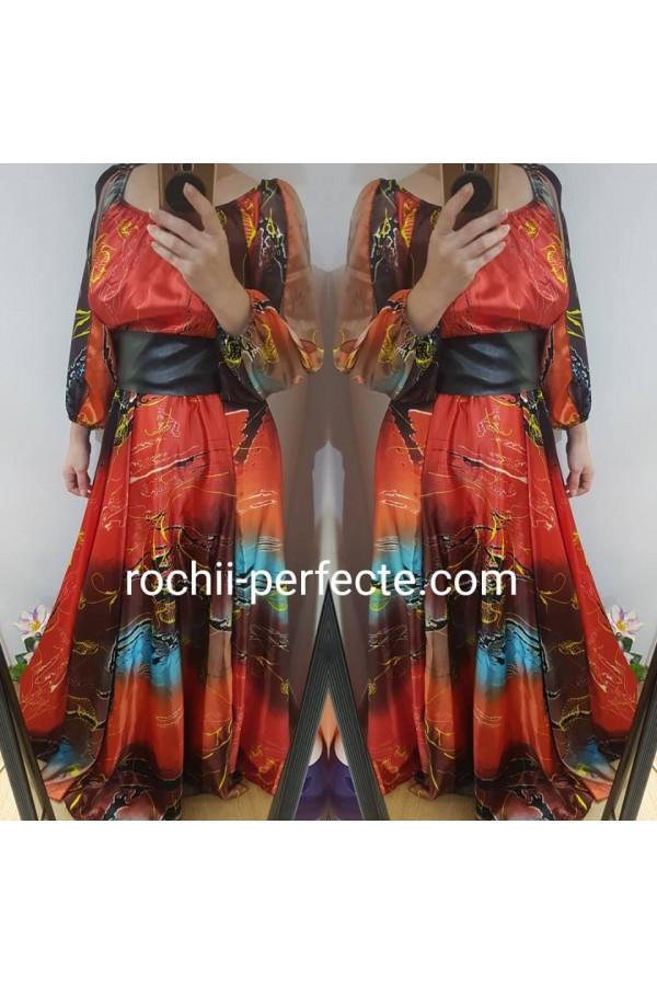 Rochie clara lunga din saten imprimat