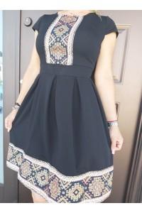 rochie neagra scurta cu imprimeu traditional