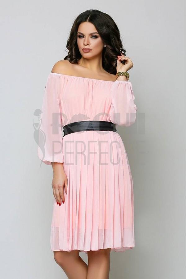 rochie clara roz scurta de voal